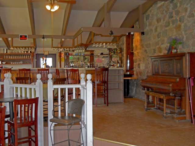 Circle-M-Bar-&-Restaurant-Bar